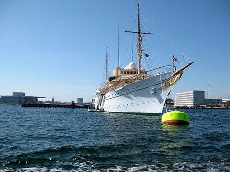 Yacht De Luxe Entrepreneur Liberte Bateau Croisiere Argent
