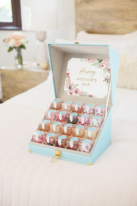 Mother'S day candy trunk - mother's day gifts by sugarfina® Dessert Packaging, Candy Packaging, Bakery Packaging, Tea Packaging, Chocolate Packaging, Packaging Design, Cupcake Packaging, Bottle Packaging, Label Design