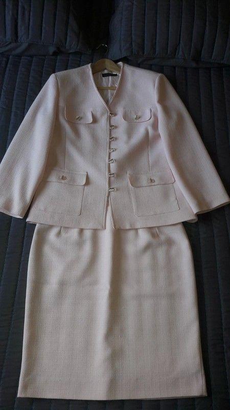 170541c57cbdc6 Ensemble rose poudré jupe et veste style