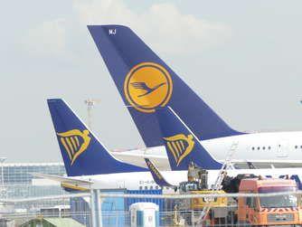 Flughafen Frankfurt Fraport Legt Grundstein Fur Terminal 3 Mahnwache Und Proteste Flughafen Frankfurt Frankfurt Flughafen
