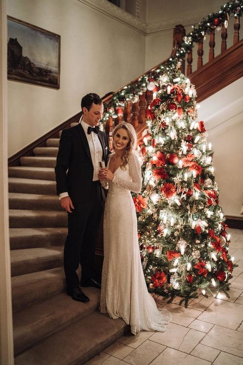 Are you trying to trying to decide on wedding music for a Christmas wedding? We're rounded up all the best Christmas songs in one Christmas wedding playlist Christmas Wedding Dresses, December Wedding Dresses, Christmas Wedding Cakes, Vintage Christmas Wedding, Wedding Fur, Wedding Music, Glamorous Wedding, Dream Wedding, Plaid Wedding