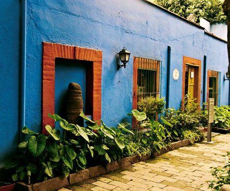 """,,Az az azúrkék ház...'""""- Frida Kahlo festőművésznő mexikói otthona,  #árnyalatok #azúr #azúrkék #élénk #festő #festőművész #festőnő #Frida #ház #híres #indián #izzik #izzó #Kahlo #kertitó #kontrasztok #látogatott #Mexikó #Mexikóváros #művészet #múzeum #népszerű #otthon #otthon24 #sárga #spanyol #színek #szobák #turisták #virágok, http://www.otthon24.hu/az-az-azurkek-haz-frida-kahlo-festomuveszno-mexikoi-otthona/"""