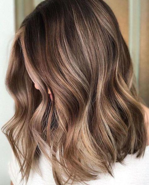 Brown Hair With Caramel Highlights, Brown Hair Balayage, Caramel Hair, Brown Blonde Hair, Balayage Brunette, Hair Color Balayage, Brown Medium Length Hair With Highlights, Cool Brown Hair, Short Balayage