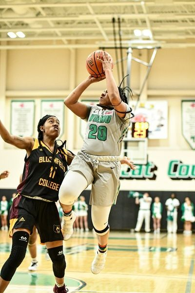 Williams Muslim Record A Double Double In 89 59 Win Vs Felician In 2020 With Images Wilmington University College Sports Williams