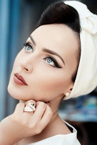 Retro And Vintage Wedding Makeup Ideas ❤ See more: www.weddingforwar… Retro und Vintage Hochzeit Make-up-Ideen www. Vintage Makeup Looks, Look Vintage, Retro Vintage, Vintage Trends, 1950s Makeup, Retro Makeup, Rockabilly Makeup, Fresh Wedding Makeup, Wedding Hair And Makeup