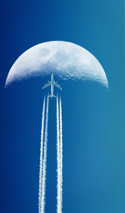 Fly me to the moon. Airplane Art, Airplane Mode, Hotels In Bangkok, Photo Avion, Airplane Wallpaper, Plane And Pilot, Airplane Photography, Dream Photography, Moon Pictures