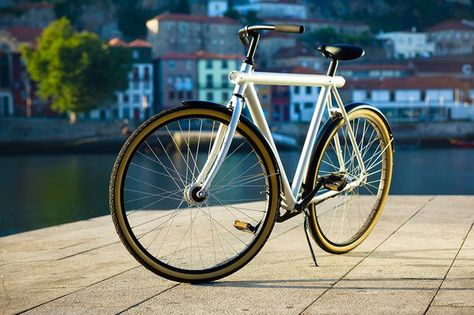 Vanmoof 3 7 City Bike Review Bike Design Bike Bike Reviews