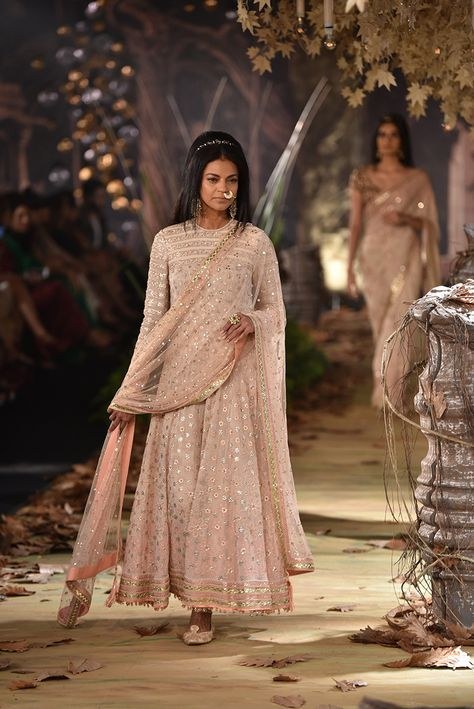 Tarun Tahiliani at Indian Couture Week 2017