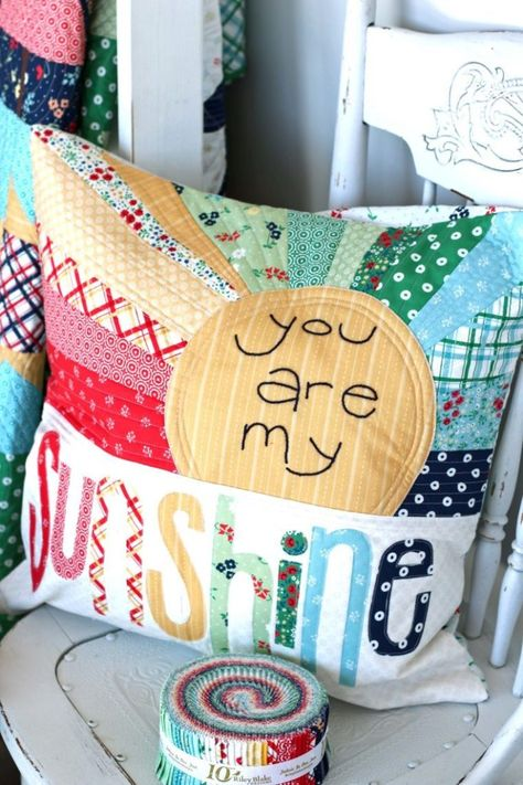 fabric crafts pillows Sugarhouse Park fabric collection by Amy Smart - You Are my Sunshine pillow pattern by Ameroonie Designs Small Quilts, Mini Quilts, Baby Quilts, Amy Smart, Creeper Minecraft, Sewing Hacks, Sewing Crafts, Sewing Tips, Sewing Tutorials