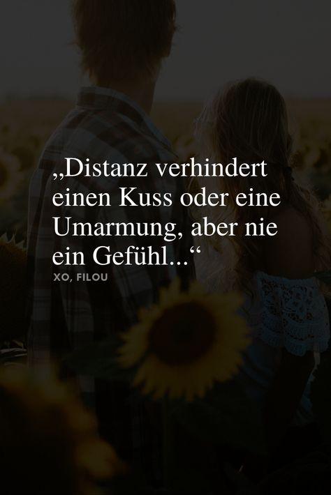 """Folge XO, FILOU für mehr wunderschöne #Liebessprüche oder besuche meinen Blog, um noch mehr tolle Sprüche über die #Liebe zu entdecken. Du kannst sie an deinen #Lieblingsmensch schicken oder als #Bildschirmhintergrund abspeichern. #Spruch auf dem Bild: """"Distanz verhindert einen Kuss oder eine Umarmung, aber nie ein Gefühl..."""""""