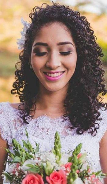 10 Hermosos Peinados Para Novias De Cabello Chino Boda