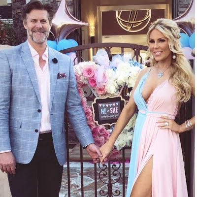 It S A Girl Gretchen Rossi Reveals She S Having A Daughter During Extravagant Baby Gender Reveal Party See Pics Here Gender Reveal Dress Gender Reveal Outfit Baby Gender Reveal Party