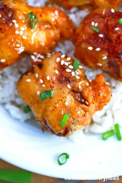 Honey Chicken is incredibly crispy and coated in a ginger-garlic honey glaze. #honeychicken #chickenrecipes #sweetandsavorymeals #chineserecipes #friedchicken