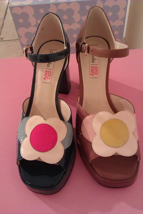 shoes Clarks x Orla Kiely for retro footwear collection 70s Shoes, Sock Shoes, Cute Shoes, Orla Kiely Shoes, Vintage Shoes, Vintage Outfits, Dream Shoes, Clarks, Twiggy