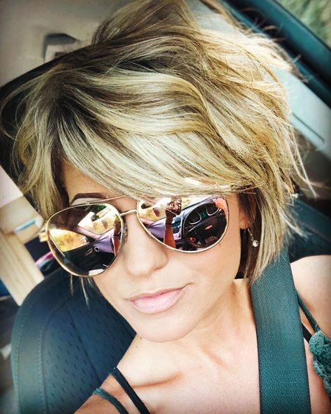 Hair Color Streaks, Blonde Hair With Highlights, Hair Color Balayage, Short Hair Cuts, Short Hair Styles, Cool Short Haircuts, Colored Curly Hair, Hair Color Techniques, Great Hair