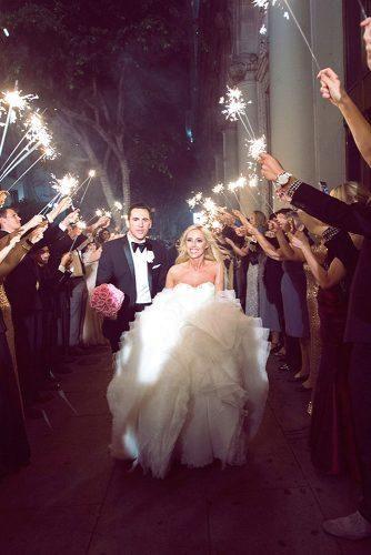 100 Must Have Wedding Photos Ideas Tips Wedding Forward Awkward Wedding Photos Wedding Photos Wedding Photo Albums