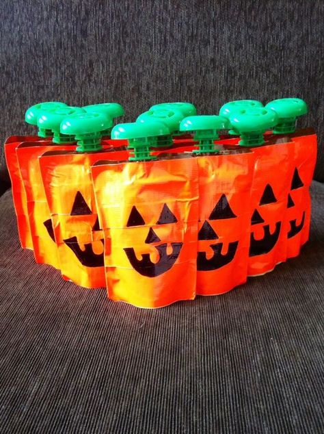 30 Non-Candy Halloween Classroom Treats for Kids / Preschoolers - Hike n Dip Make Healthy Halloween treats for your kids so that they do not overdose on sugar. Here are best Non Candy Halloween Classroom Treats for kids & preschooler Dulceros Halloween, Healthy Halloween Treats, Halloween Treats For Kids, Toddler Halloween, Halloween Birthday, Holiday Treats, Preschool Halloween Party, Halloween Class Party, Halloween With Toddlers