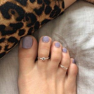 Semi-permanent varnish, false nails, patches: which manicure to choose? - My Nails Pretty Toe Nails, Cute Toe Nails, Pretty Toes, My Nails, Beautiful Toes, Gel Toe Nails, Toe Nail Polish, Shellac Toes, Glitter Toe Nails