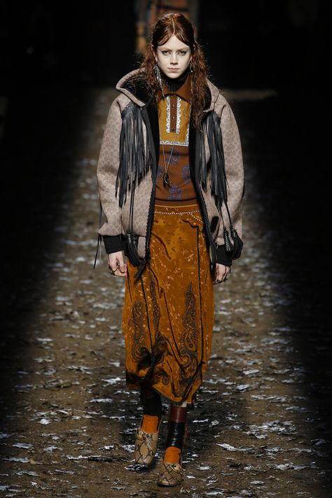 The complete Coach 1941 Fall 2018 Ready-to-Wear fashion show now on Vogue Runway.  FRINGE