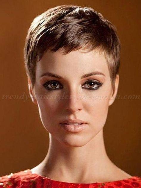recherche coupe de cheveux court pour femme