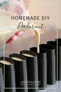 Homemade DIY Deodorant Recipe (secret ingredient, NO irritating baking soda, EFFECTIVE recipe Finally! An easy and effective homemade DIY deodorant recipe with NO baking soda; there is a powerful, yet gentle, secret ingredient in the mix. Diy Deodorant, Home Made Deodorant Recipes, Baking Soda Deodorant, Diy Natural Deodorant, Natural Shampoo, Beauty Care, Diy Beauty, Beauty Hacks, Beauty Skin