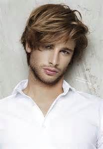 Nicht Alle Frisuren Passen Sie Betrachten Sie Diese Frisuren Manner Langer Pony Frisuren Fur Junge Manner Haarschnitt Manner Herrenhaarschnitt
