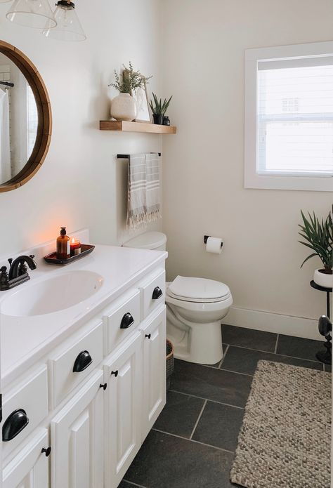 Step Inside This Minimalist Mississippi Home Featuring 'Less Is More' Decor . - Step Inside This Minimalist Mississippi Home Featuring 'Less Is More' Decor - # Modern Boho Bathroom, Rustic Bathrooms, Luxury Bathrooms, Master Bathrooms, Dream Bathrooms, Beautiful Bathrooms, Small Bathroom Renovations, Rental Bathroom, Mississippi