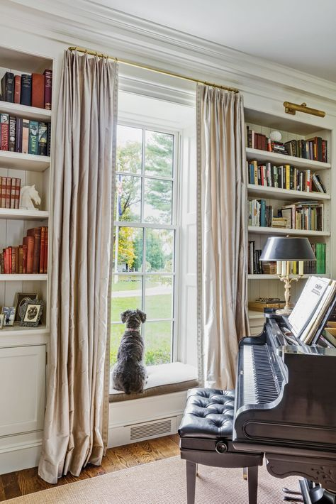 A Traditional New England Colonial - Old House Journal Magazine Colonial Living Room, Home, New England Decor, Colonial House Interior, Dining Room Contemporary, Interior Design, Traditional Home Offices, House Interior, England Houses