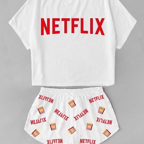 Necesito esa pijama 🤩 . . . . #fashion #maskara #nails #beau - make.it.fash - Images on the Web