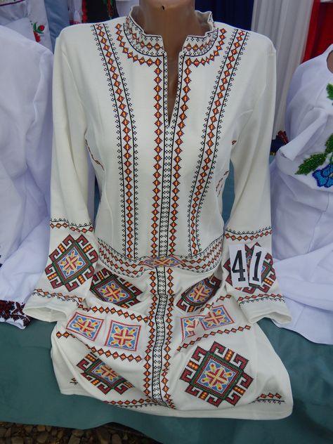 1f10b927928ac1 Вишиванка жіноча, ручна робота (модель 31) | вишивка | Сукні, Ручна  вишивка, Вишивка хрестиком