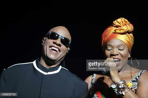 Photo d'actualité : Stevie Wonder with India.Arie during his opening...