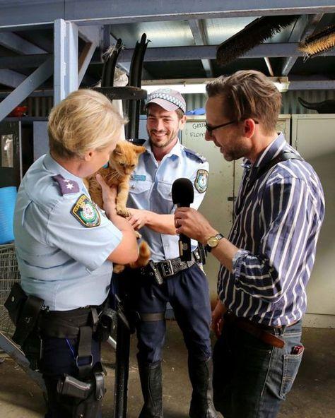 """Australia, tra una caccia e un sonnellino: ecco l'agente di polizia """"Troop cat Ed"""""""
