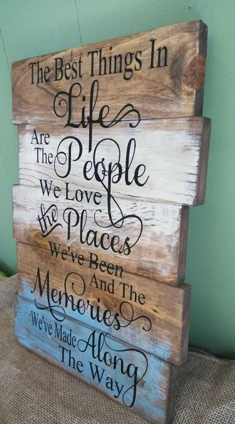 The Best Things in Life Sign Rustic Sign Family Sign Living Room Sign Ho DIY Wood Signs family life Living Room Rustic Sign Arte Pallet, Pallet Art, Diy Pallet Projects, Vinyl Projects, Art Projects, Wood Pallet Signs, Diy Wood Signs, Rustic Wood Signs, Rustic Wood Crafts