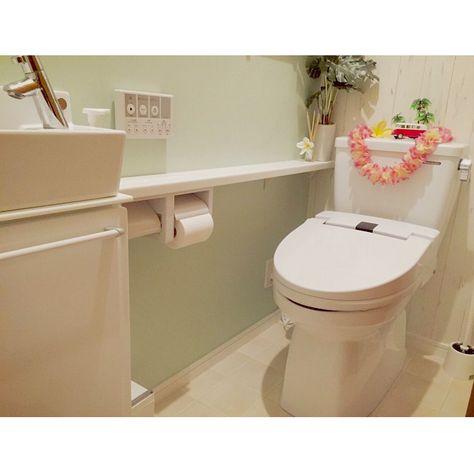 バス トイレ エメラルドグリーンの壁紙 白タイル柄 トイレだけはハワイ