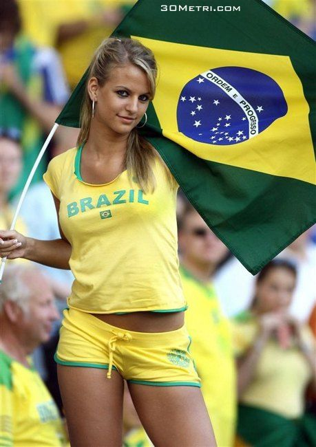 FIFA World Cup starts today and here is a huge sexy World Cup fans post. Sexy girls from all over the world. Enjoy FIFA World Cup starts today and here is a huge sexy World Cup fans post Hot Football Fans, Football Girls, Soccer Fans, Fans Sports, Female Football, Women's Football, Brazil World Cup, World Cup 2014, Fifa World Cup