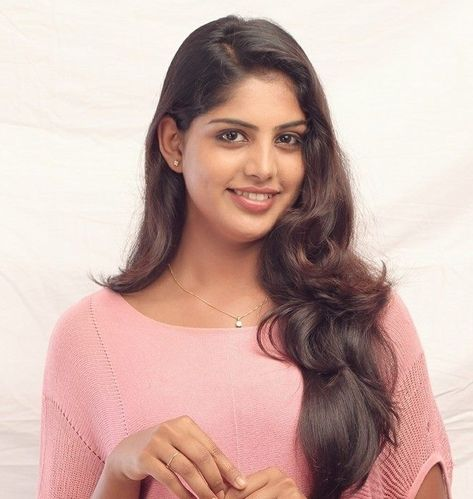 Navami Gayak Wiki Age Height Boyfriend Movies Biography Wikipedia Biography Movie List Indian Star