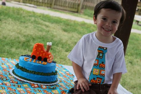 Elias's train party with tips on decor, cake, favors, food