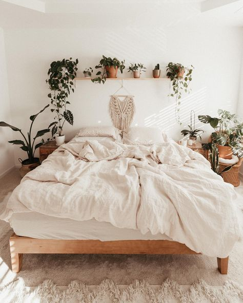 14 Trendy Bedroom Design and Decor Ideas for Your Next Makeover - The Trending House Cute Bedroom Ideas, Cute Room Decor, Room Ideas Bedroom, Bedroom Designs, Home Bedroom, Bedroom Inspo, Dream Bedroom, Earthy Bedroom, Boho Bedroom Decor