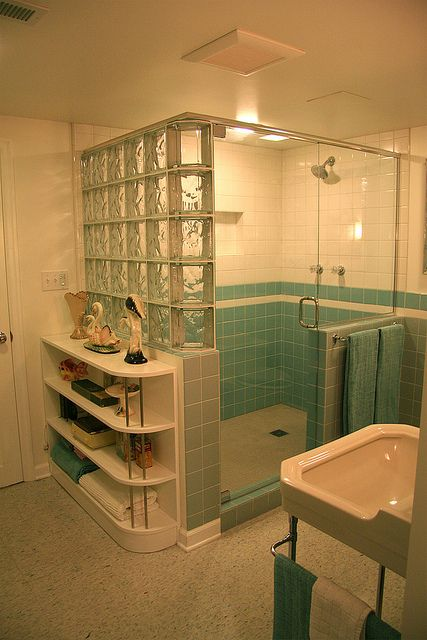 blue tile bathroom - vintage style - from scratch! Walk in shower with corner bench. See Retro Renovation for detail.Walk in shower with corner bench. See Retro Renovation for detail. Retro Bathrooms, Vintage House, Bathroom Vintage Style, Bathrooms Remodel, Blue Bathroom Tile, Retro Home Decor, Retro Renovation, Retro Home, Vintage Bathrooms