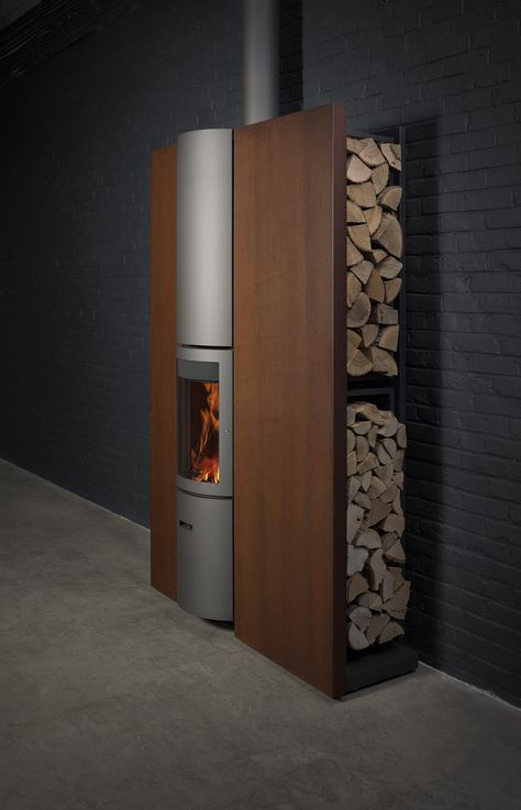 Stûv 30-compact in P + mantel in rust and logs storage | © François Chevalier