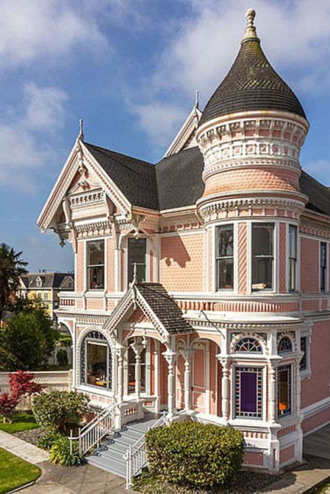 1889 Victorian Mansion For Sale In Eureka California — Captivating Houses Victorian Architecture, Beautiful Architecture, Beautiful Buildings, Beautiful Homes, Eureka California, California Style, Pink Houses, Old Houses, Victorian Style Homes
