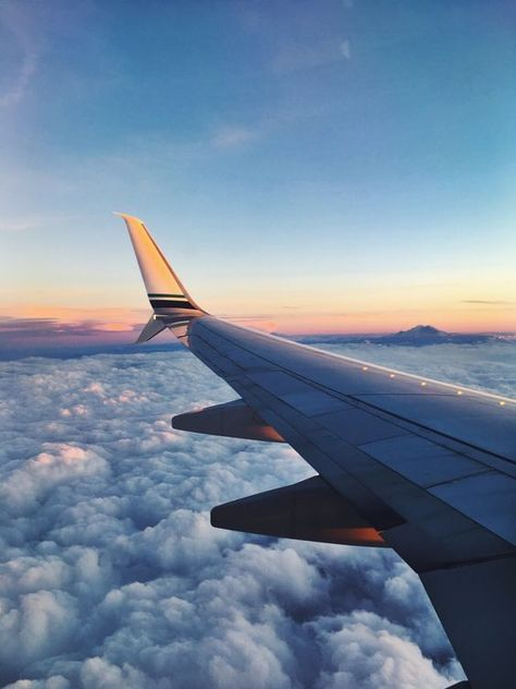 Airplane photography, travel photography, taking pictures, best travel deal Airplane Photography, Travel Photography, Airplane Window View, Home Bild, Travel Around The World, Around The Worlds, Best Travel Deals, Travel Aesthetic, Beach Trip
