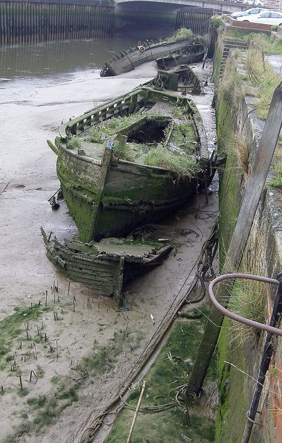 Old boats dreams 40 Ideas for 2019 Abandoned Mansions, Abandoned Buildings, Abandoned Places, Photo Post Mortem, Abandoned Ships, Ghost Ship, Old Boats, Shipwreck, Water Crafts