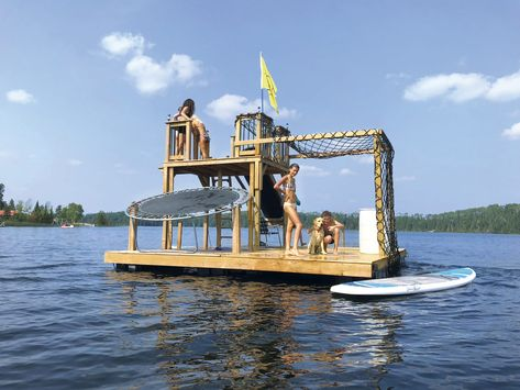 A wild DIY project if we've ever seen one. This dad set a new standard for fun on the water for his kids! Check out the Tarzan swim raft. Floating Raft, Floating House, Raft Boat, Boat Dock, Rafting, Lake Rafts, Lake Floats, Santa Helena, Water Trampoline