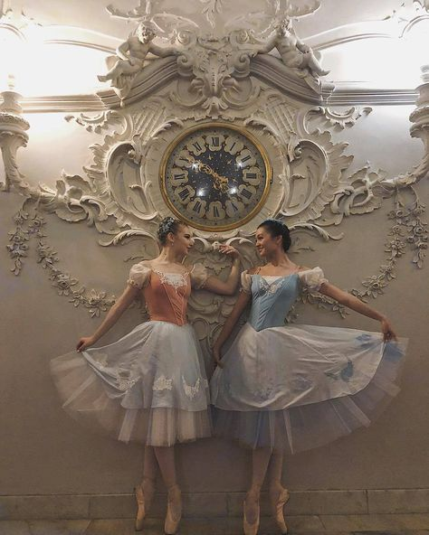 "Looks like ballet Annalise and Erika from ""Barbie as The Princess and the Pauper"". Dance Photos, Dance Pictures, Ballet Costumes, Dance Costumes, Ballet Russe, La Bayadere, Princess Aesthetic, Ballet Photography, Ballet Beautiful"