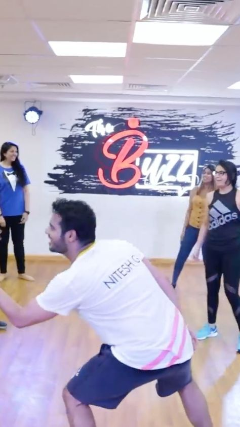 Thank you @eeshashah90 for his opportunity I had the best time teaching this song! Thank you @zekkariyazeyd and @mediafirstideas  for shooting this! *i don't have copyrights to this song it's used for entertainment only! #dance #choreograph #workshop #dancer #indiandancer #choreography #wedding #sangeet #letsnacho #danceyourheartout #saudakharakhara #universekaladla