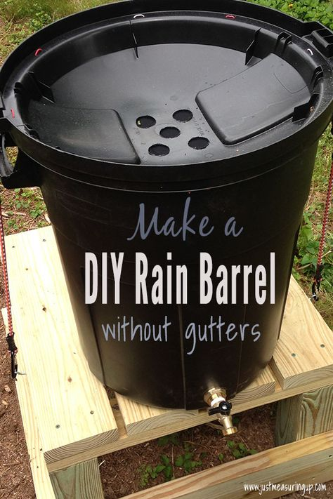 DIY Rain Barrel Need water for your garden but have no gutters? No problem! Make this easy DIY rain barrel as a standalone rainwater collector for easy garden watering. Save time and money with this simple DIY. Garden Yard Ideas, Easy Garden, Garden Bar, Garden Crafts, Gutter Garden, Diy Garden Projects, Creative Garden Ideas, Simple Garden Ideas, Cheap Garden Ideas