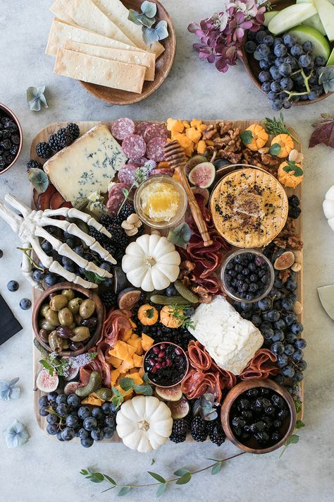 How to Make the Perfect Halloween Meat and Cheese Board using black and blue fruit, mini cheese pumpkins and spicy charcuterie! This absolutely perfect for a Halloween party! Halloween Snacks, Entree Halloween, Soirée Halloween, Halloween Cocktails, Halloween Party Decor, Halloween Entertaining, Halloween Party Recipes, Halloween Pumpkins, Halloween Appetizers For Adults