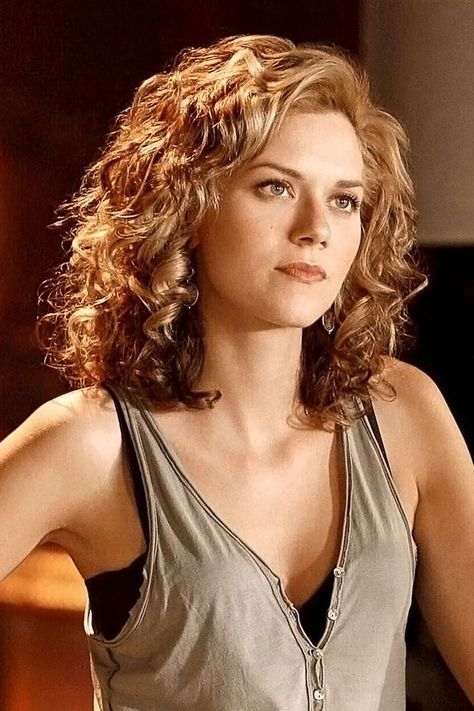 Hilarie Burton as Peyton on One Tree Hill