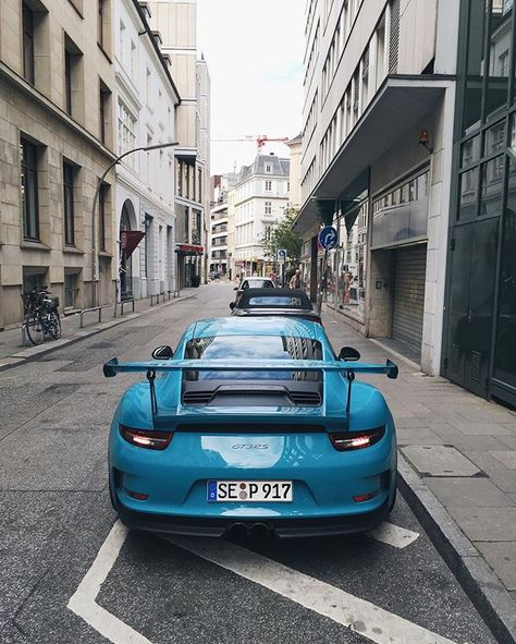 Porsche 991 GT3 RS in the great looking color Miami blue